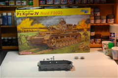 Building The Dragon 1/35 Pz.Kpfw.1V Ausf.F2(G) German WWII Tank