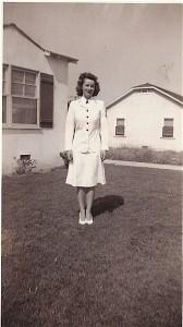 at-mothers-lynwood-calif-19451